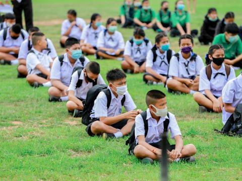 มอบหน้ากากผ้าป้องกันโควิด-19 ให้กับนักเรียน